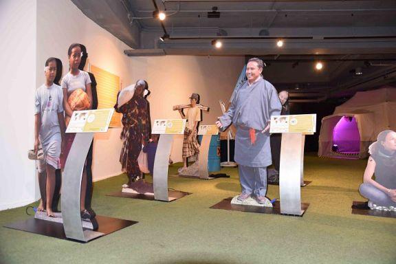 "lebensgroße Figuren der Wanderausstellung ""Klimaflucht"""
